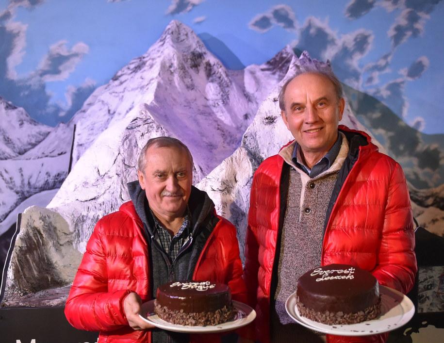 Himalaiści, pierwsi zdobywcy Mount Everestu zimą, Krzysztof Wielicki (L) i Leszek Cichy /Jacek Bednarczyk /PAP