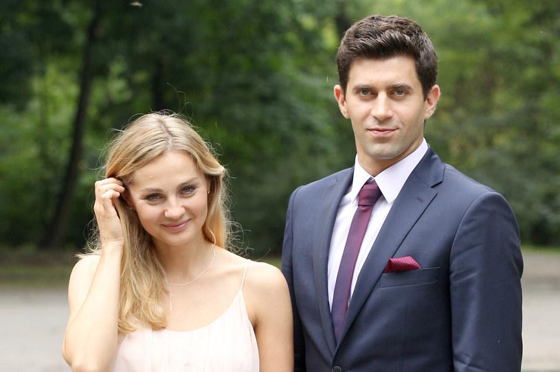 Historia miłości Roberta (Krzysztof Wieszczek) i Ingi (Małgorzata Socha) to pasmo wzlotów i upadków /Agencja W. Impact