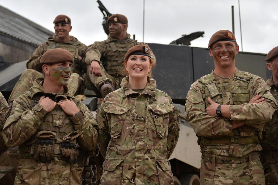 Historyczna decyzja brytyjskiej armii /SGT STEVE BLAKE RLC / BRITISH MINISTRY OF DEFENCE  /PAP/EPA