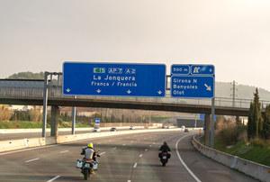 Hiszpania: 31 osób aresztowanych na granicy za sfałszowanie testów na COVID-19