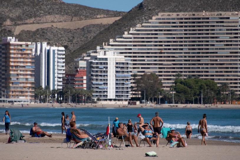 Hiszpania liczy na szybki powrót turystów /JOSE JORDAN /AFP