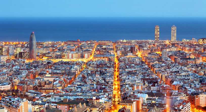 Hiszpania odwołała trwający od października stan wyjątkowy. Na zdjęciu Barcelona /123RF/PICSEL