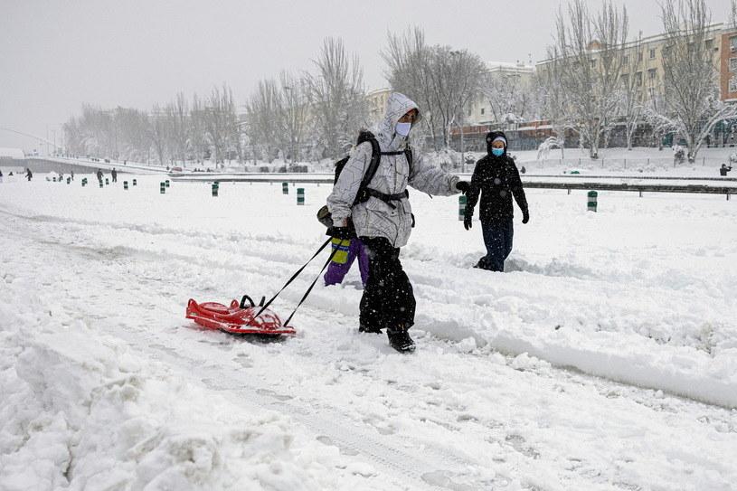 Hiszpania podlicza straty po śnieżycy półwiecza /Rodrigo Jimenez/ EPA /PAP