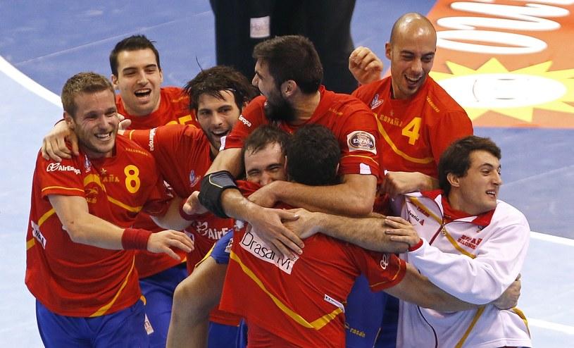 Hiszpanie cieszą się z wygranej /AFP