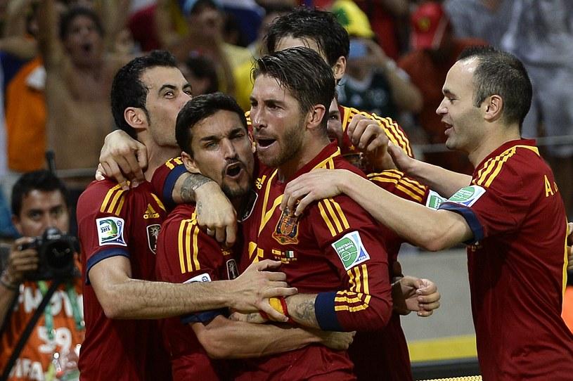 Hiszpanie po rzutach karnych awansowali do finału Pucharu Konfederacji /AFP