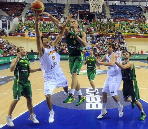Hiszpanie przegrali z Litwinami 73:76 /AFP