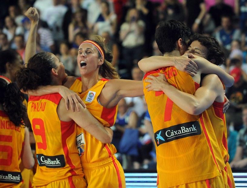 Hiszpanki cieszą się z awansu do finału mistrzostw Europy /AFP