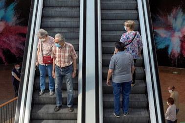 Hiszpańscy pulmonolodzy wyliczyli, jak długo powinniśmy nosić maseczki