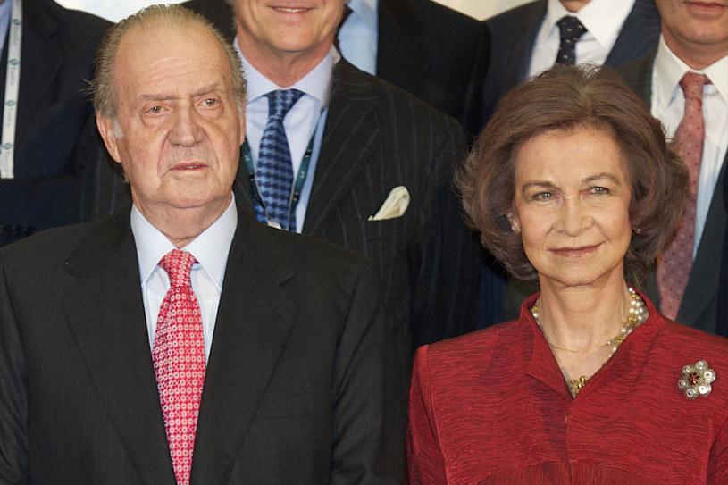 Hiszpańska para królewska nie ma powodów do radości /Getty Images