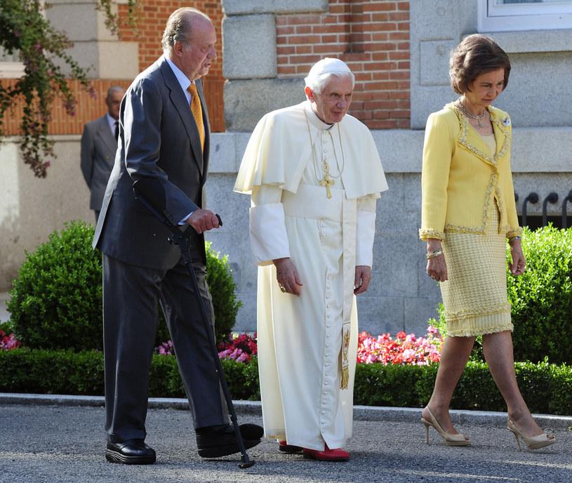 Hiszpańska rodzina królewska na spotkaniu z papieżem Benedyktem XVI w 2011 roku /AFP /East News