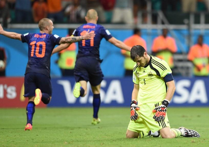 Hiszpański bramkarz Iker Casillas podczas meczu z Holandią /AFP