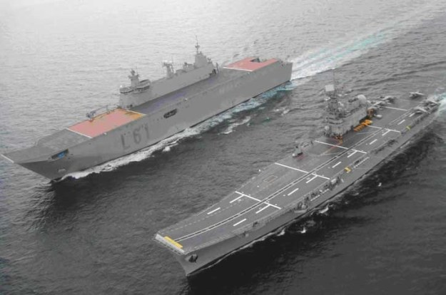 Hiszpański LHD SPS Juan Carlos I i lotniskowiec SPS Principe de Asturias. Fot. navy.gov.au /materiały prasowe