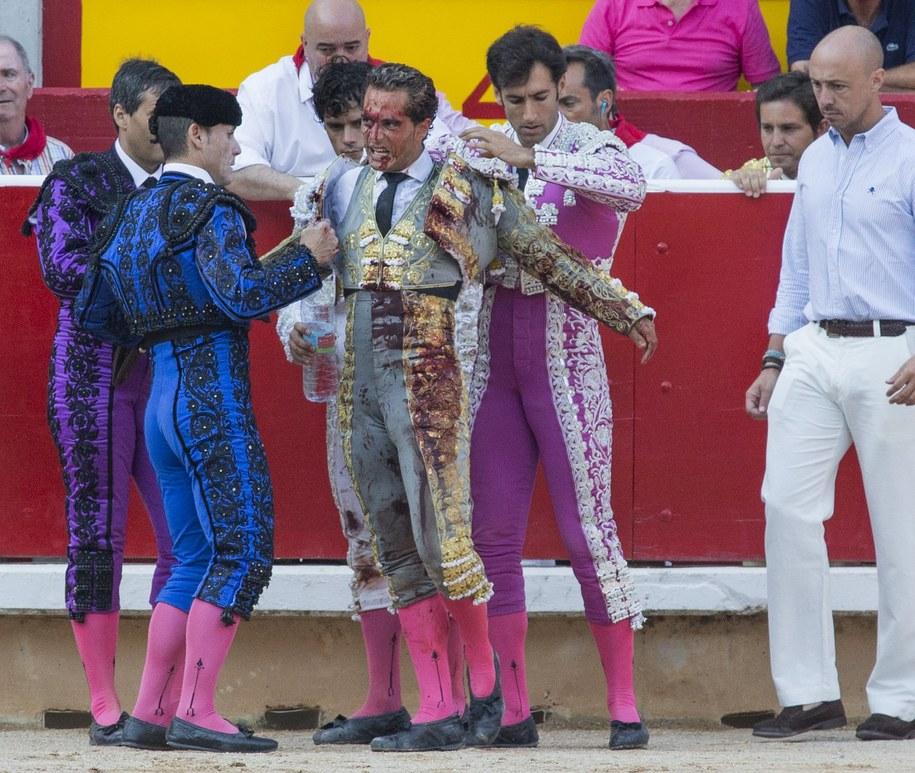 Hiszpański matador ranny podczas innej walki /JIM HOLLANDER    /PAP/EPA