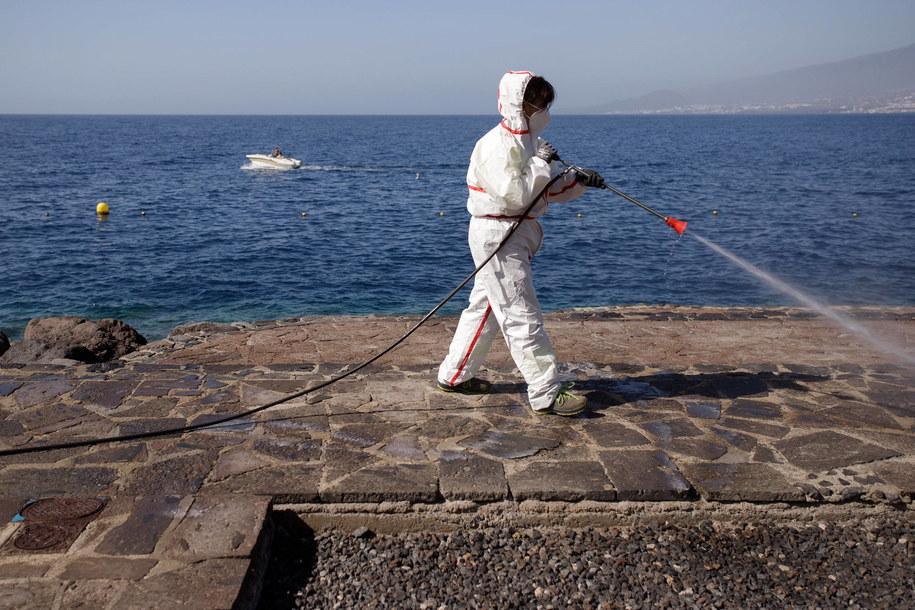 Hiszpańskie służby sanitarne potwierdziły obecność wirusa SARS-CoV-2 w cieku wodnym na terenie aglomeracji Madrytu /RAMON DE LA ROCHA /PAP/EPA