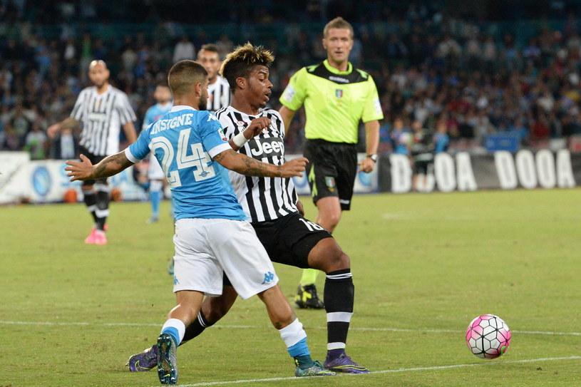 Hit Serie A nie zawiódł. Na zdjęciu Paul Pogba (przodem) i Lorenzo Insigne, który z powodu kontuzji przedwcześnie opuścił boisko (tyłem) /PAP/EPA