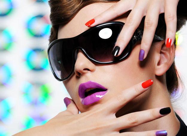 Hitem jest każdy paznokieć w innym kolorze /- /123RF/PICSEL