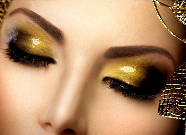 Hitem karnawału jest makijaż oczu typu color block /123RF/PICSEL
