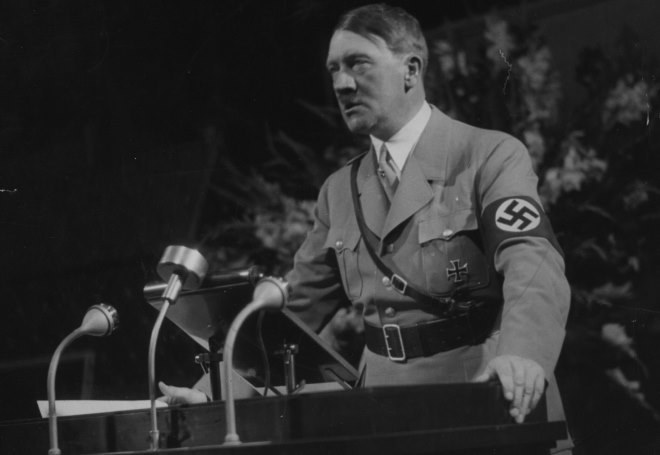 Hitler był żywo zainteresowany budową broni atomowej /Getty Images/Flash Press Media