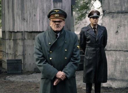 """Hitler - im bliżej końca wojny - tym bardziej popadał w obłęd. Nz. kadr z filmu """"Upadek"""". /AFP"""