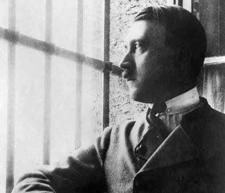 Hitler podczas pobytu w więzieniu w 1924 roku /AFP