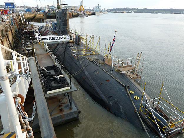 HMS Turbulent w porcie macierzystym w angielskim Plymouth /Discovery World