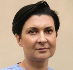 Doktor nauk medycznych. Specjalista chirurgii ogólnej i onkologicznej. Jest kierownikiem Uniwersyteckiego Centrum Leczenia Chorób Piersi w Szpitalu Uniwersyteckim w Krakowie.