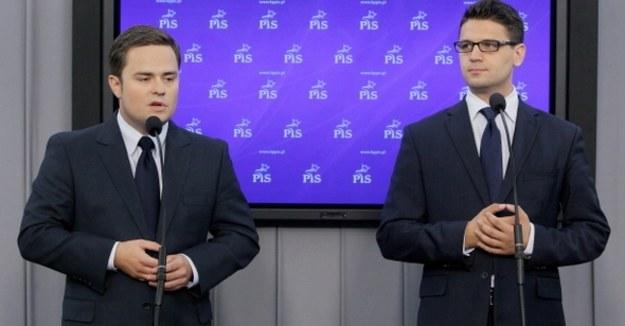 """Hofman, Kamiński i Rogacki wyrzuceni z PiS. """"Nie było rozmowy"""""""