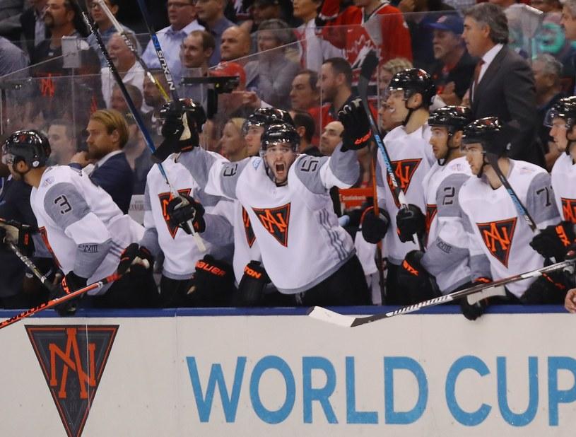Hokeiści Ameryki Północnej w zwycięskim meczu ze Szwecją. /AFP