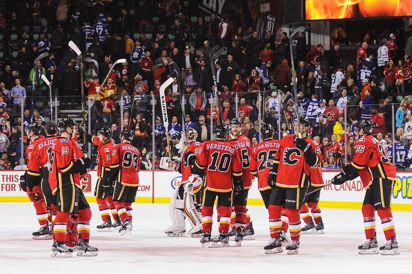 Hokeiści Calgary Flames świętują zwycięstwo /AFP