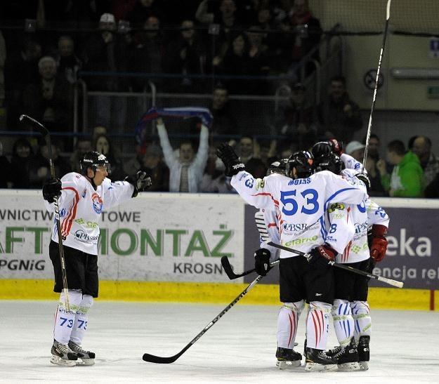 Hokeiści Ciarko PBS Bank Sanok awansowali fo finału Polskiej Ligi Hokejowej fot: Darek Delmanowicz /PAP