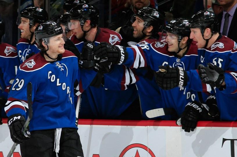 Hokeiści Colorado Avalanche cieszą się z wygranej /AFP