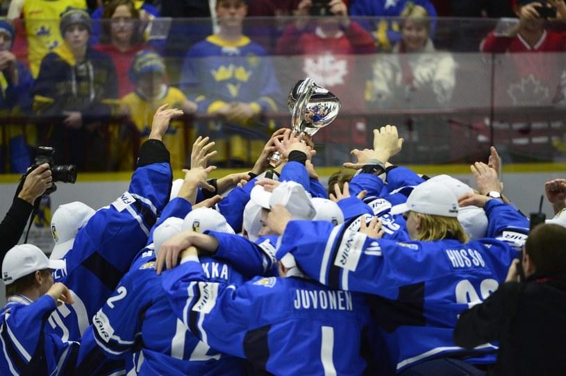 Hokeiści Finlandii zostali mistrzami świata U-20 /PAP/EPA