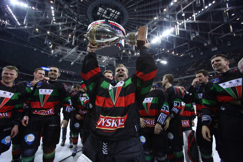 Hokeiści GKS Tychy zdobyli Puchar Polski /Fot. Stanisław Rozpędzik /PAP
