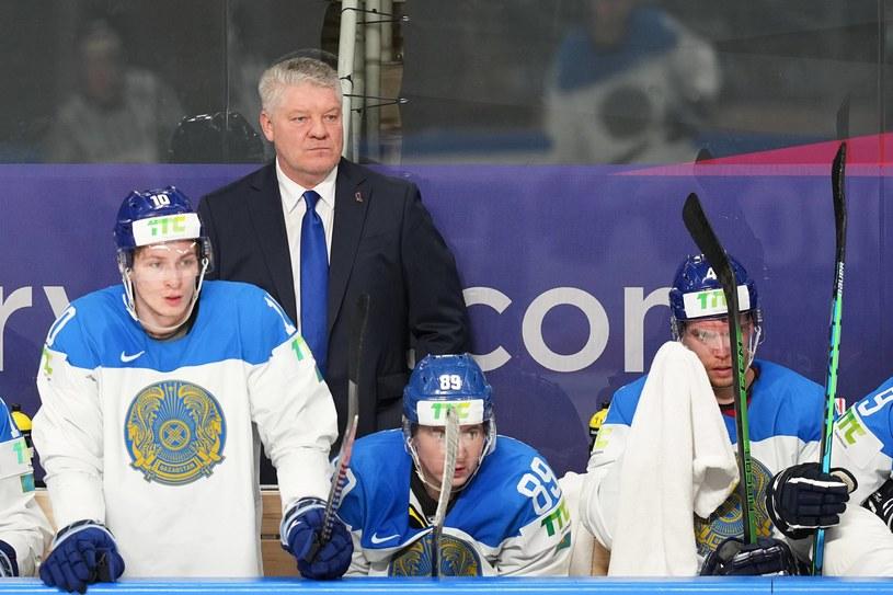 Hokeiści Kazachstanu i trener Jurij Michailis /ZUMA/NEWSPIX.PL /Newspix