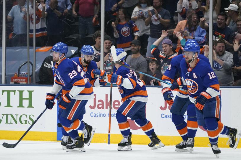 Hokeiści New York Islanders mogli cieszyć się z awansu do półfinału /AP/Associated Press/East News /East News