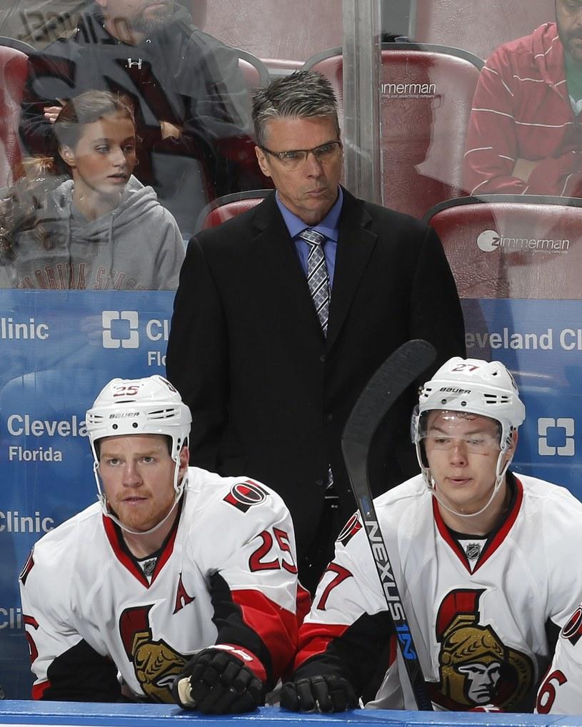 Hokeiści Ottawa Senators i ich trener Dave Cameron /AFP