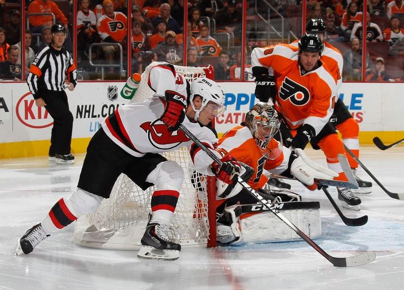 Hokeiści Philadelphia Flyers i New Jersey Devils stworzyli świetne widowisko /AFP