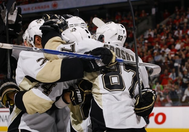 Hokeiści Pittsburgh Penguins awansowali do 2. rundy play off /AFP