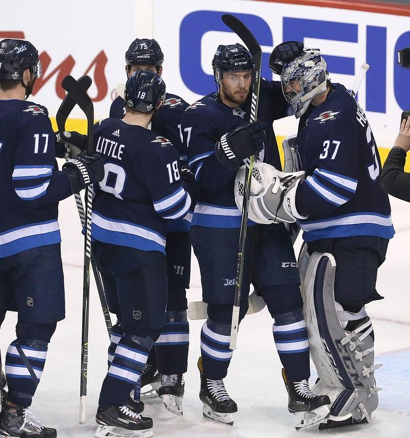 Hokeiści Winnipeg Jets mają powody do radości /AFP