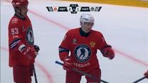 Hokej. Władimir Putin zaprezentował swoje umiejętności. Wideo