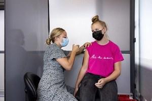 Holandia: Coraz mniej chętnych na szczepienia. Zamykają ponad połowę punktów