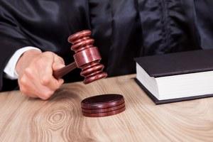 Holandia: Komornik skazany za gwałty na swoich klientkach