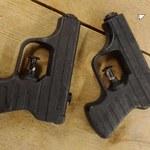 Holandia. Nastolatkowie przemalowali pistolety na wodę i mierzyli do ludzi