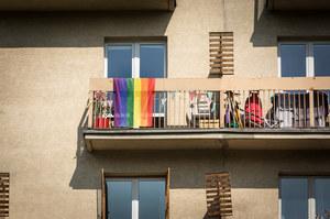 Holandia: Podpalono tęczowe flagi, więc zakazano ich wywieszania w akademiku w Amsterdamie