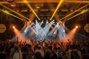 Holandia: Powrót obostrzeń. Organizator festiwali kieruje sprawę do sądu