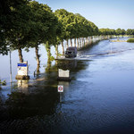 Holandia: Powstrzymują turystów powodziowych i szabrowników. Zablokowali wjazd do centrum miasta