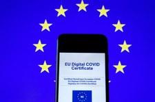 Holandia: Tysiące osób z błędnymi certyfikatami COVID-19