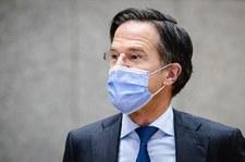 """Holandia walczy z pandemią. Godzina policyjna i """"koronapaszport"""""""