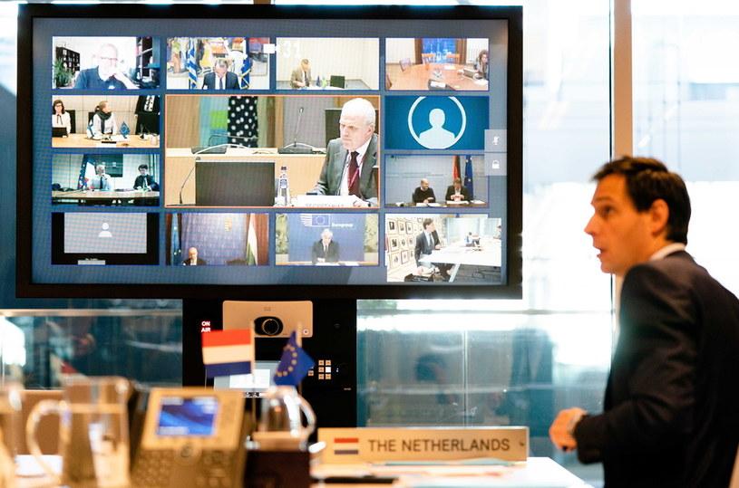 Holenderski minister Wopke Hoekstra podczas wideokonferencji z ministrami finansów UE na temat pieniędzy na zwalczanie kryzysu wywołanego pandemią /BART MAAT /PAP/EPA