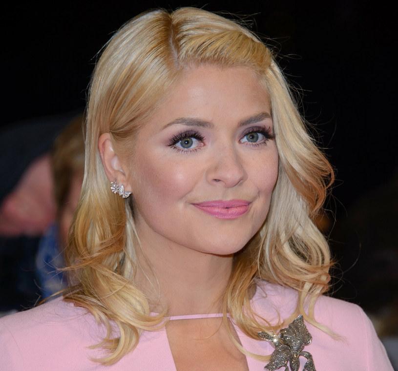 Holly Willoughby od lat stawia na różową szminkę /Famous/Avalon/REPORTER /East News